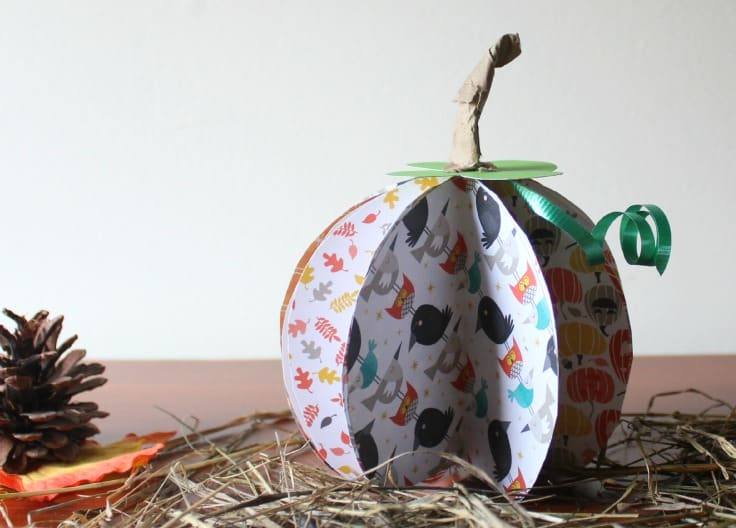 This easy 3D pumpkin fall craft is definitely simple fall craft that anyone can do in just a few minutes.